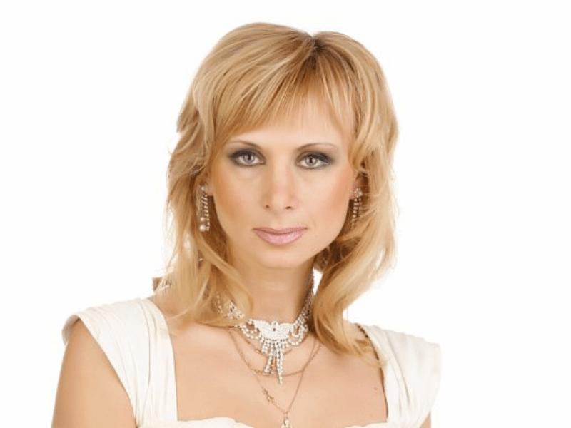 Режиссёр - лауреат высшей театральной премии «Золотой Софит» Наталья Индейкина.